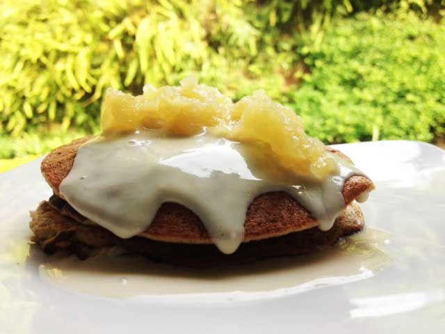 PANCAKES DE AVENA Y BANANO QUE RICO DESAYUNO RECETA EN: http://sinpecadocon.blogspot.com/2014/02/pancakes-de-avena-y-banano.html#more