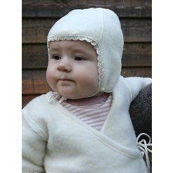 Babyhue med blonde i uldfleece fra LanaCare.