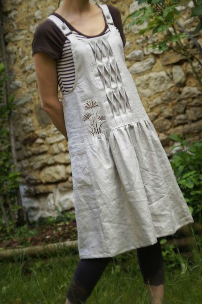 The giant smocking detail is AMAZING…..I love everything about this. It's an apron dress but I'd LOVE it as just an apron .