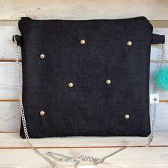 Clutch bag in jeans con tracolla catena e pom pom in tulle verde menta