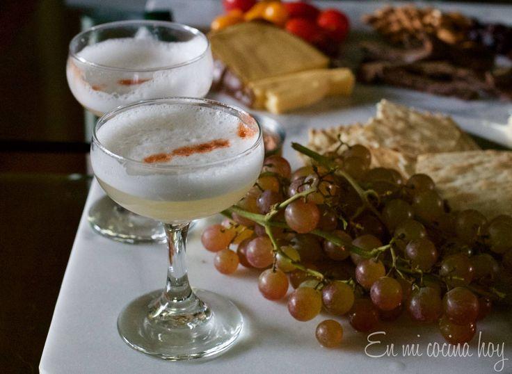 El pisco sour es el trago o copete más tradicional en Chile, es el aperitivo de elección tanto en restaurantes como en reuniones familiares.