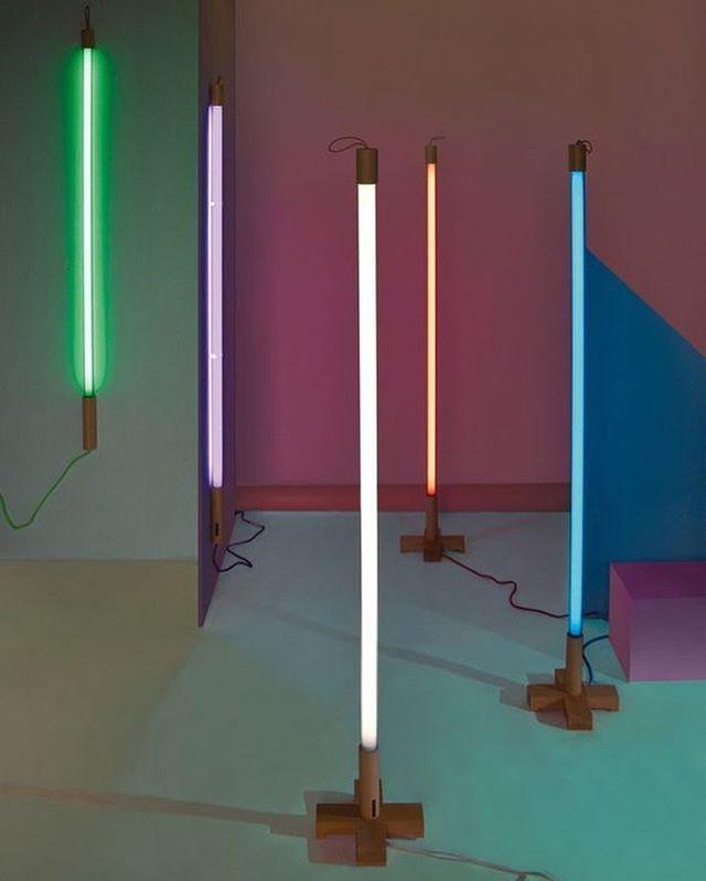 Que la force soit avec toi !  Néon Alinéa by Seletti disponible au 22 Rue André del Sarte et sur www.the-woods.fr #thewoodsgallery #design #neon #seletti #neon