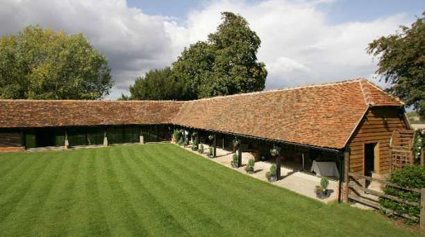 Lains Barn - A magnificent restored barn nestled in the beautiful Oxfordshire countryside, close to the ancient market town of Wantage.