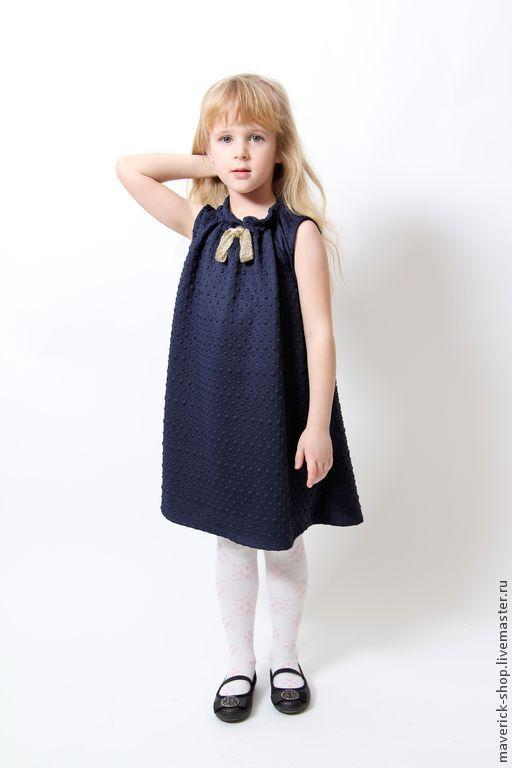 Купить Платье для девочки из неопрена с золотым бантиком на рост 116 см - тёмно-синий
