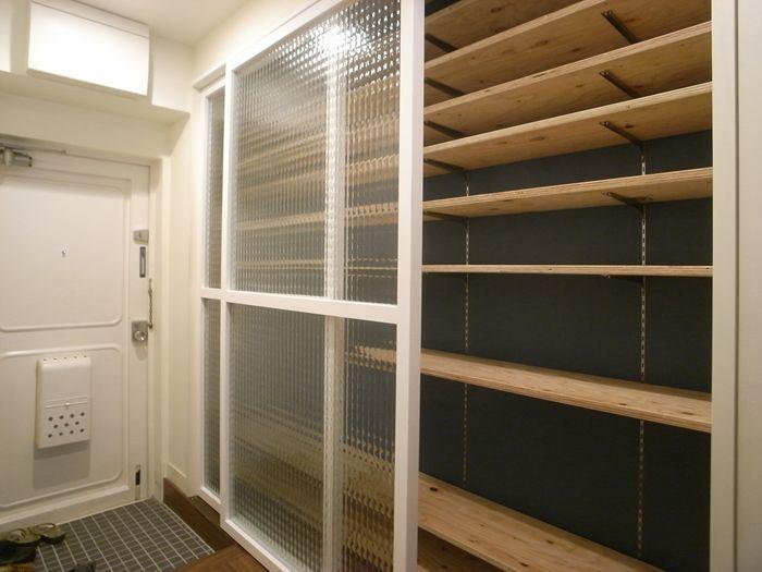 可動収納棚、木製ガラス引き戸事例1