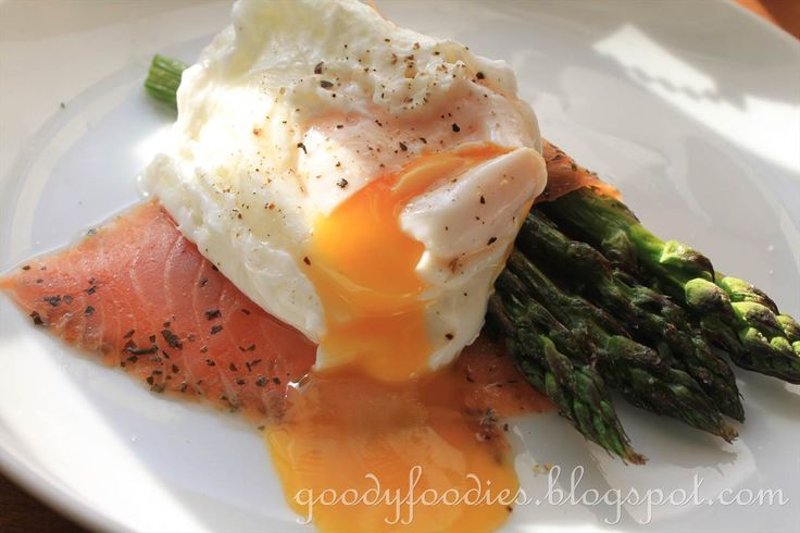 Eat Your Heart Out: Recipe: Poached egg with smoked salmon and grilled asparagus