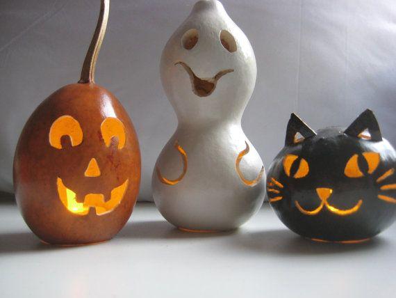 Thursday #Handmade Love Week 74 ~ Crochet Addict UK.   Theme: Ghosts.   Includes links to #free #crochet patterns.   Halloween gourd pumpkin, ghost and cat trio decoration - Halloween Luminaries - Spooky Gourd Creations