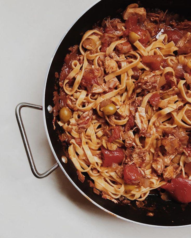 "248 curtidas, 4 comentários - The Urban Cabin (@theurbancabin) no Instagram: ""Tagliarini with chicken in wine sauce  #Tagliarini #macarrão #recipe #pasta #pastalover…"""