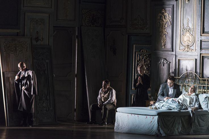 Iordache Basalic (Giorgio Germont), Iustinian Zetea (Doctorul Grenvil), Cristina Eremia (Annina), Lucian Corchiş (Alfredo) şi Siphiwe McKenzie (Violetta)