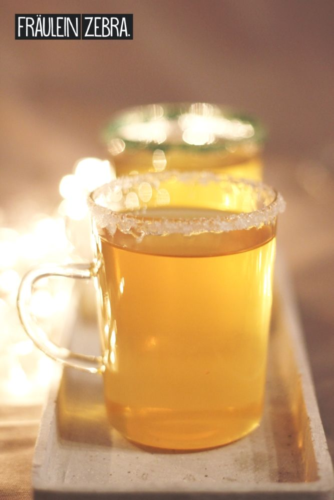Heißer Hans-Peter (Weißer Glühwein mit Pfefferminz- & Holundersirup) | Hot Hans-Peter (Mulled white wine with peppermint & elderflower syrup)