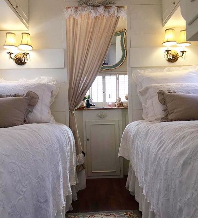 One more photo of Karmen's (@dragonflyandmagnolia) twin bed set up in her vintage Streamline Duke trailer. I love the flexibility that twin beds offers. #cotton #cottage #shabbychic #tincantourist #vintagetrailer #aluminum #girlcamper #camplikeagirl @glampingdolls @happyglamper @shabbydesertnest @shabbycreek I think that's an aqua mirror in the bathroom!