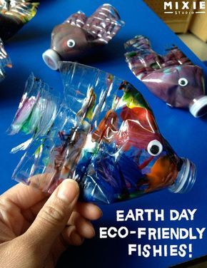 Earth Day Eco-friendly Fishies! // Not just for Earth Day. This Eco-Friendly preschool craft project is great for any day :)