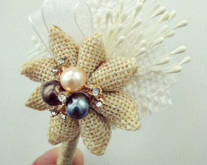 Boutonniere de arpillera, marfil ramo, ramo de novia, novio ramillete de flor en el ojal, botonería, bodas, Pin de solapa rústica.