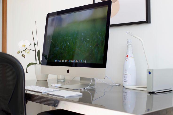 ✖️ Hemmakontor ✖️ iMac • 5K • 1TB Flash • 32GB ram ➕ Print • Seventy Tree ➕ Chair • Herman Miller • Aeron