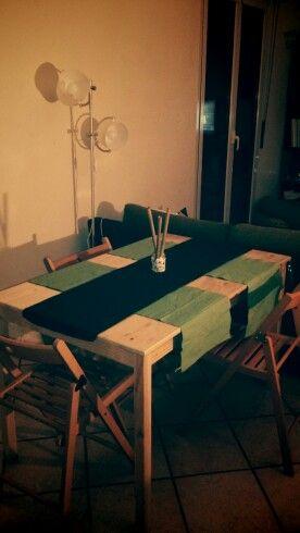 Centrotavola artigianale con piccoli sassi di Sirolo e tre pezzi di canne di bambù ;-)