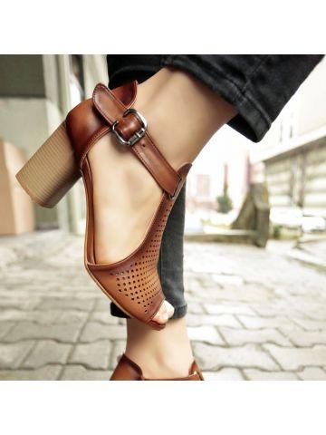 Delikli Burnu Açık Topuklu Ayakkabı - Fotoğraf 5