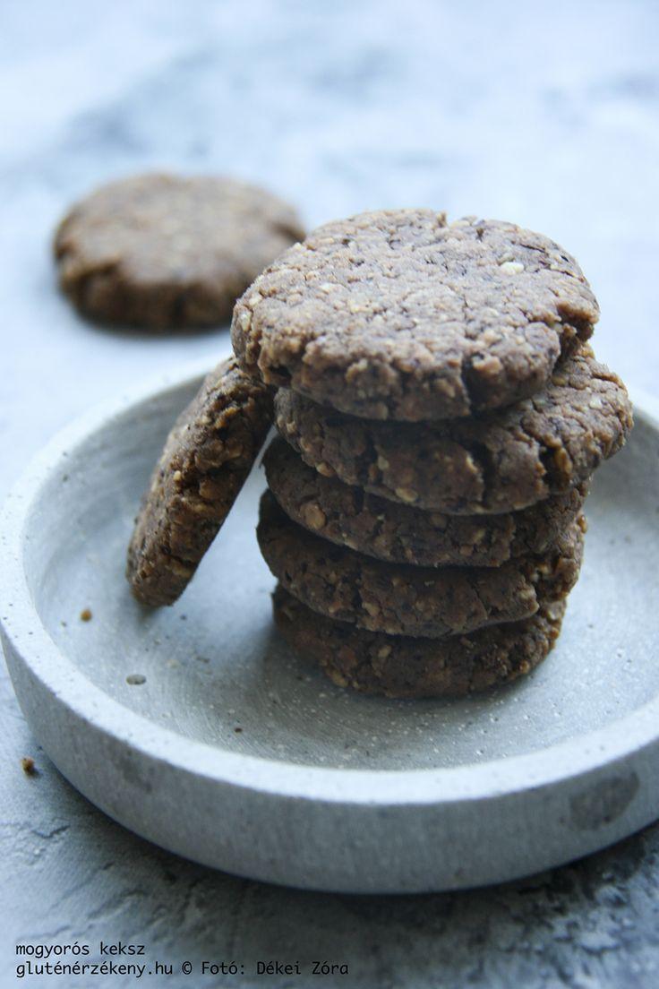 Keressük a megfelelő receptet a délutáni kávénk mellé? Íme egy mogyorós harapnivaló, ami ráadásul finomított cukortól is mentes. Mogyorós gluténmentes keksz