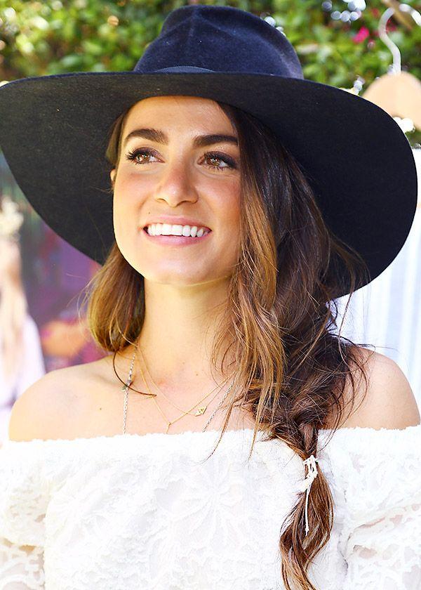Nikki Reed                                                       …
