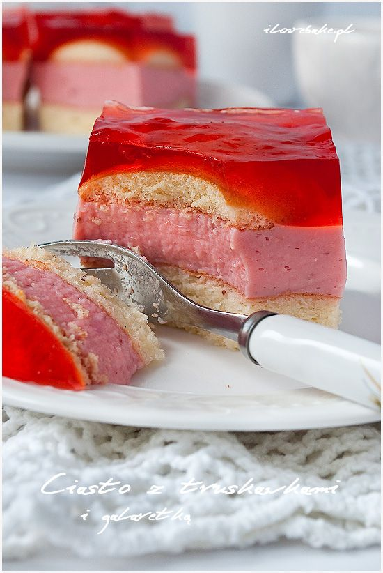 Ciasto z truskawkami i galaretką - ilovebake.pl #strawberry