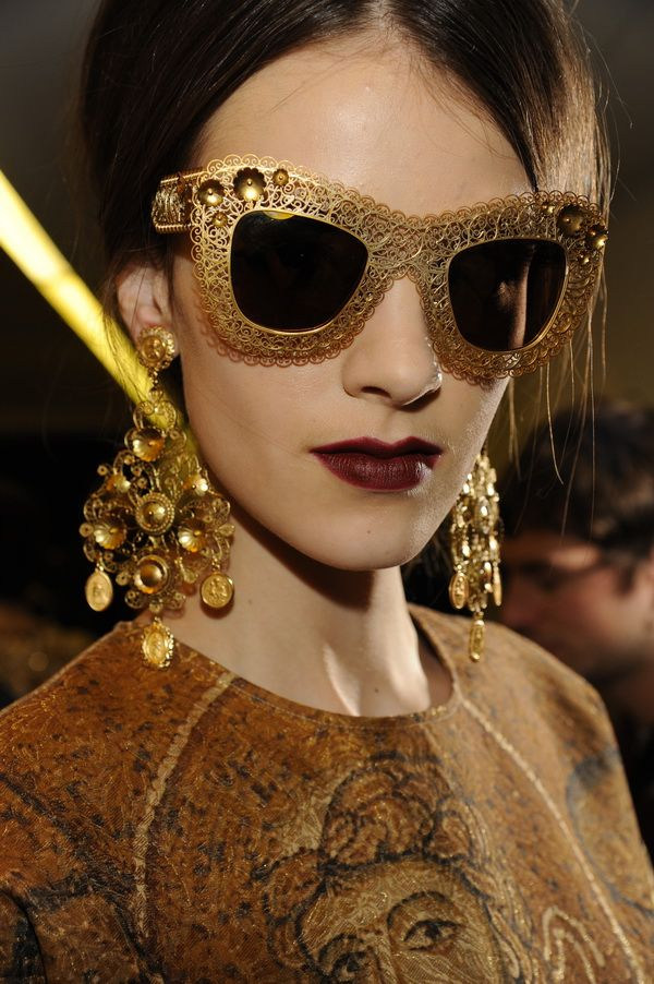 Backstage-at-the-Dolce-Gabbana-2014-Fall-Winter-Womenswear-Collection-Show-Makeup-Tips_30