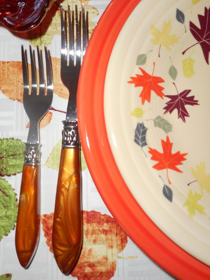 Fiesta® Autumn Leaves Luncheon Plate paired with Poppy Fiesta® Dinner Plate. & 483 best Fiesta® / Homer Laughlin China: Thanksgiving / Autumn ...