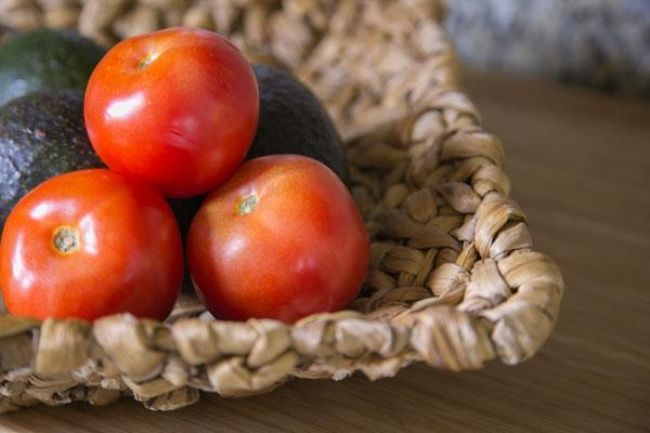 Kúpite si ovocie, zeleninu a chcete, aby vám čo najdlhšie ostali čerstvé. Ako ich správne