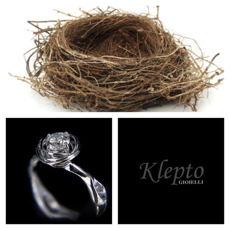 """Solitario in oro bianco con Diamante modello """"nido"""". Realizzato a mano da Klepto Gioielli."""