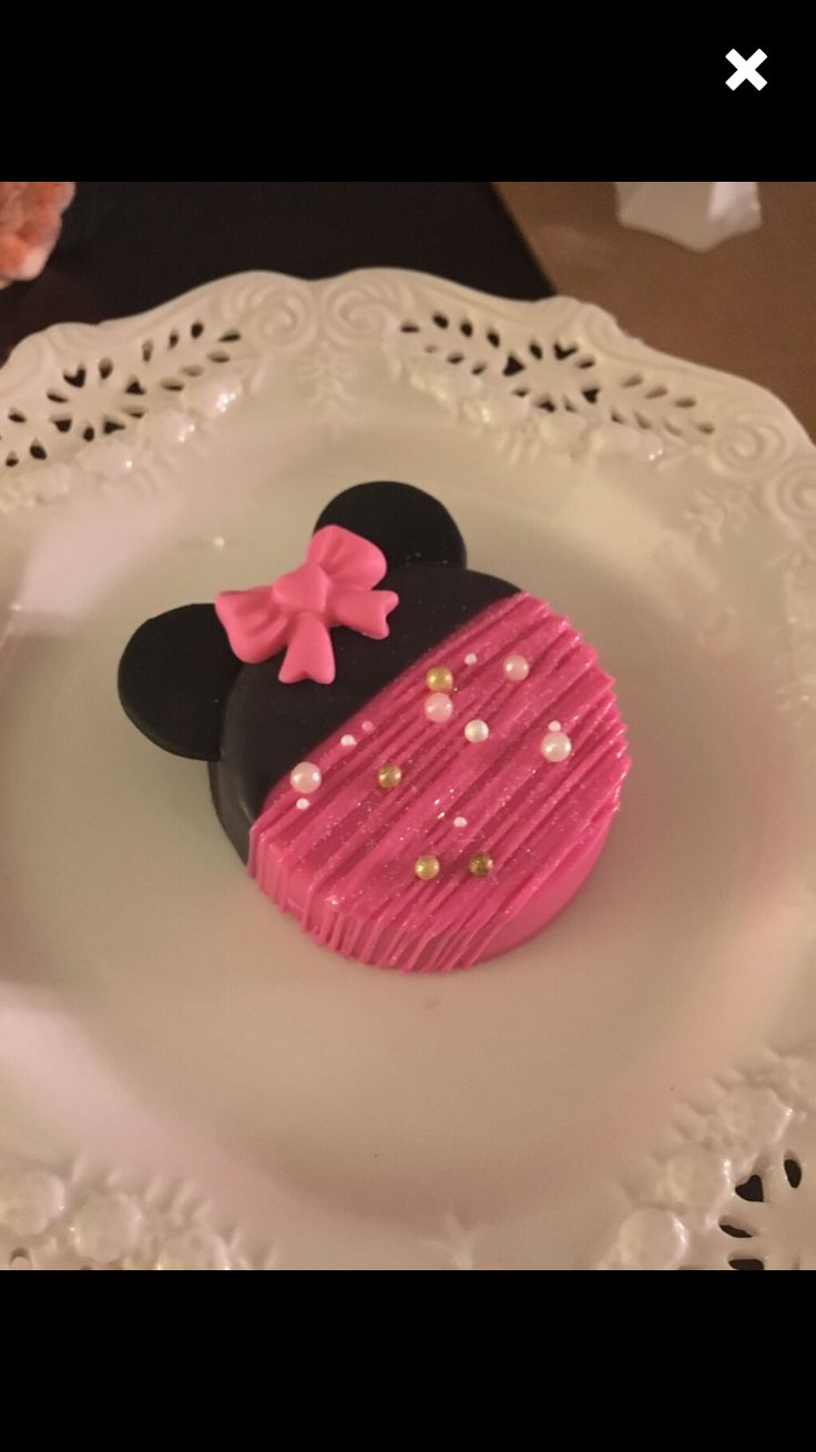 Minnie Mouse Chocolate Covered Oreos etsy.com/shop/candysimply