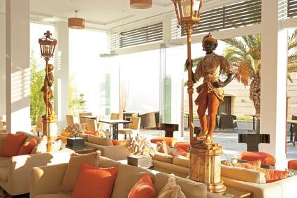 Creta Palace, Light filled lobby lounges