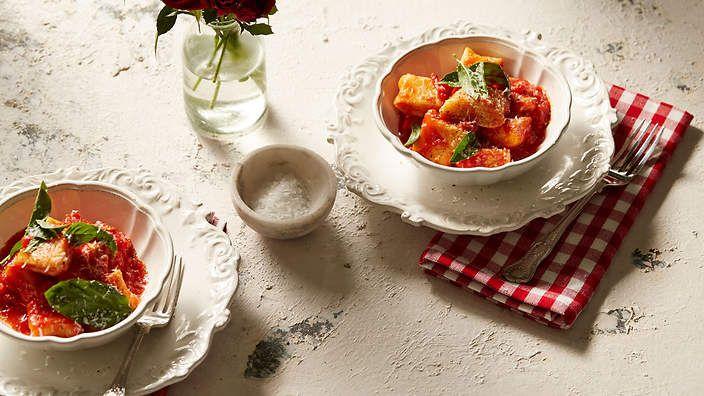 Mamma Contaldo's ricotta dumplings (ndundari con salsa di pomodoro e basilico) recipe : SBS Food. Two Greedy Italians. This was excellent.