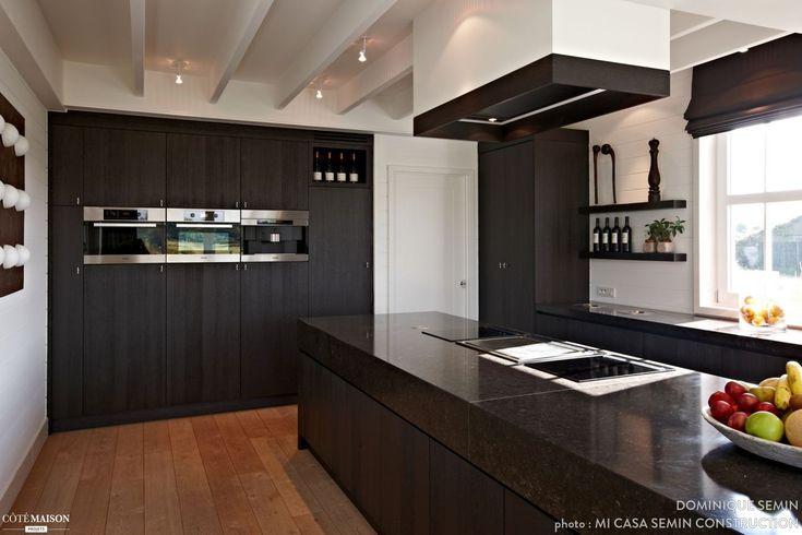"""Une cuisine avec une vision très contemporaine du style """"Nouvelle Angleterre"""" - Plus de photos sur Côté Maison"""