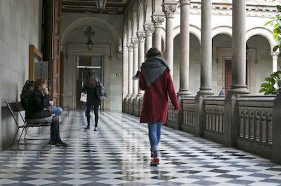 La Universidad de Barcelona permite el cambio de nombre a transexuales. La medida de adecuar el nombre del alumno al género con el que se identifica se limita a documentos no oficiales. Jessica Mouzo Quintáns   El País, 2016-09-23 http://ccaa.elpais.com/ccaa/2016/09/22/catalunya/1474558645_102209.html