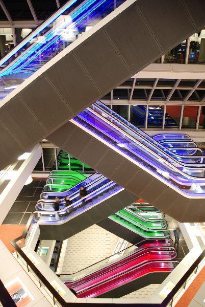 kleur in de architectuur, roltrappen centrale bibliotheek rotterdam