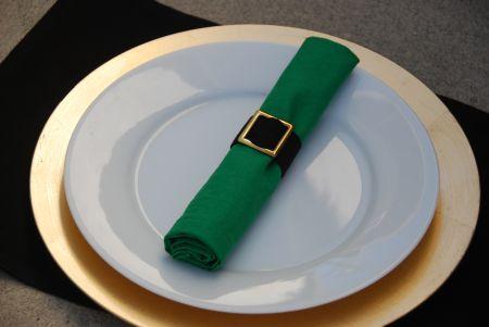 st. patrick's day table setting decoration ideas leprechaun hat napkin ring green linen napkins