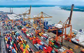 Cuando termine mi carrera quiero trabajar en un puerto.