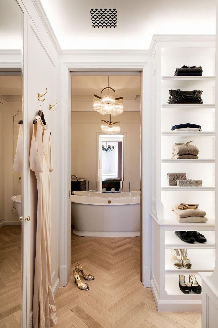 Un piso en Nueva York tan elegante como funcional diseñado por Gramercy Design Interior Definition, Luxury Definition, Walking Closet, Luxury Homes Interior, Luxury Apartments, Apartment Interior, Bathroom Interior, Interior Window Shutters, Manhattan Apartment