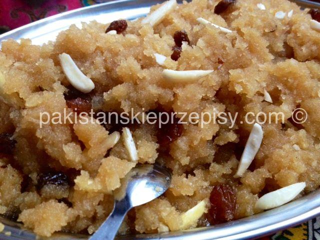 Sooji halwa czyli deser z kaszy manny, przepyszny i bardzo aromatyczny :) Dokładny przepis znajdziesz tutaj: http://www.pakistanskieprzepisy.com/2015/03/26/sooji-halwa-deser-z-kaszy-manny-z-bakaliami/