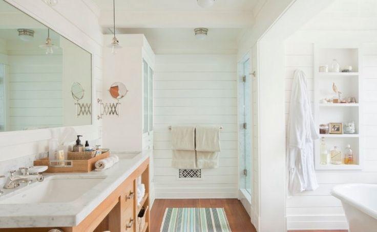 Drewniana podłoga w łazience bez wątpienia będzie przyjemniejsza i cieplejsza w dotyku niż ceramiczna