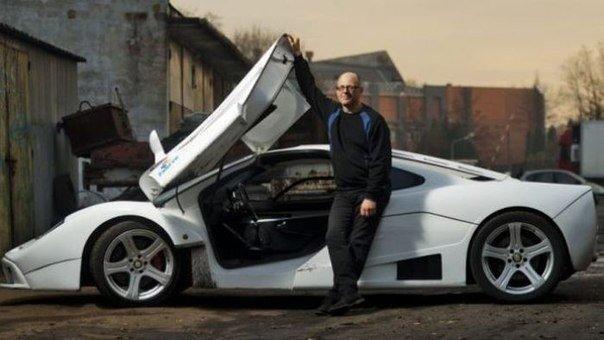 Un mecánico llamado Jacek Mazur pensó que nunca ganaríatantísimodinero como para comprar un súper coche de McLaren F1, por lo que decidió construirlo con sus propias manos. Para el desarrollo de …