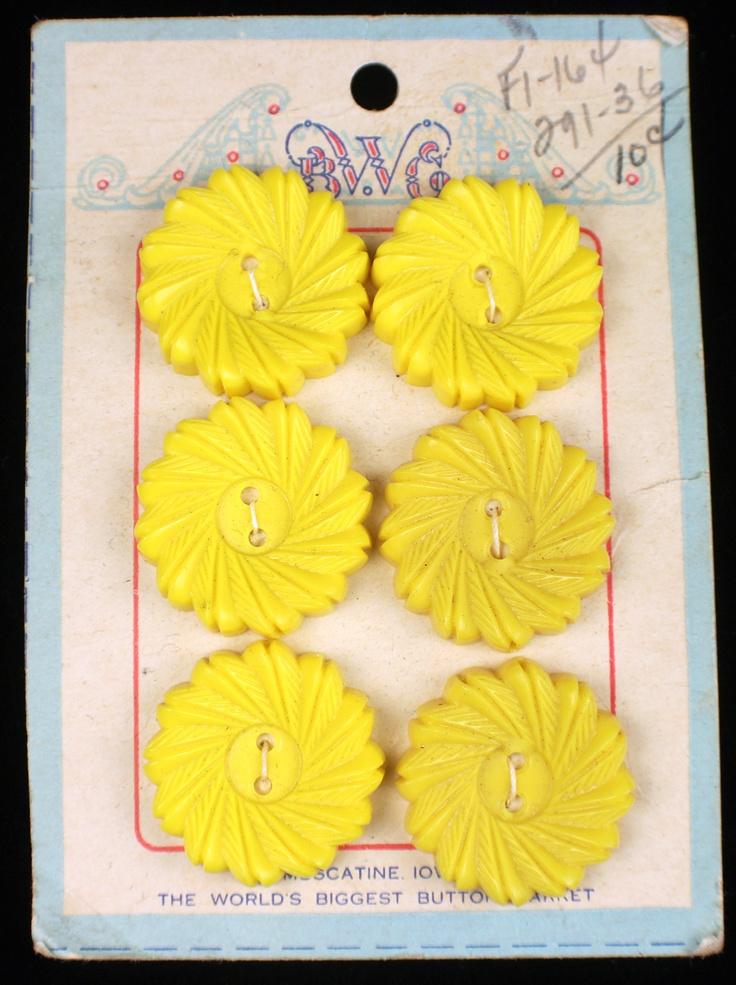 ButtonArtMuseum.com -  Vintage Yellow Flower Plastic Dress Buttons ON Original Store Card SET OF SIX