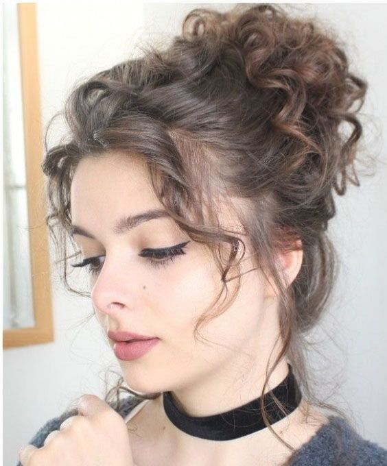 Messy Bun Hairstyles Is The Most Popular Gorgeous Hairstyles For Wedding Event Many More Festiv Easy Hairstyles Easy Hair Updos Curly Hair Styles Naturally