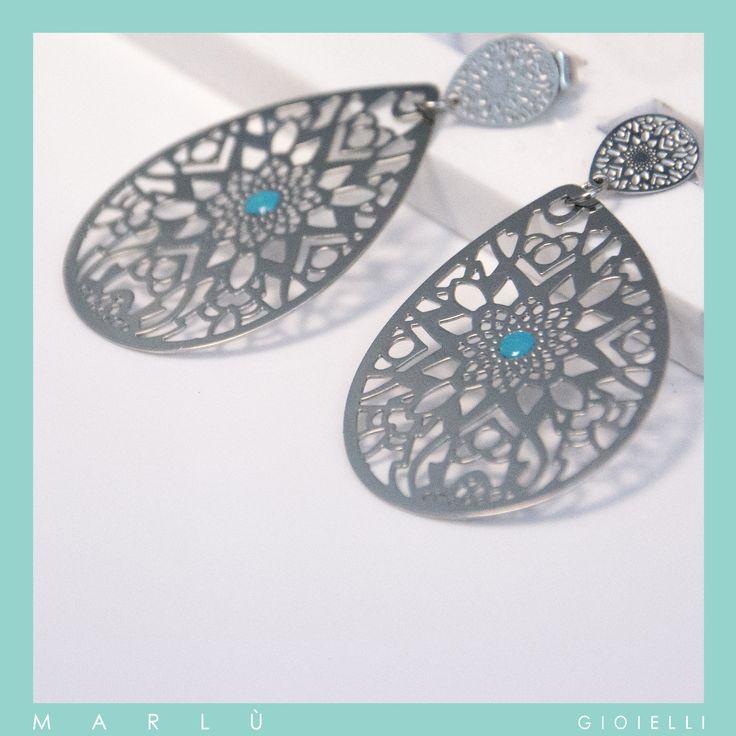 Orecchini in acciaio con smalto turchese della collezione #WomanChic. Steel earrings with turquoise polish. #WomanChic collection