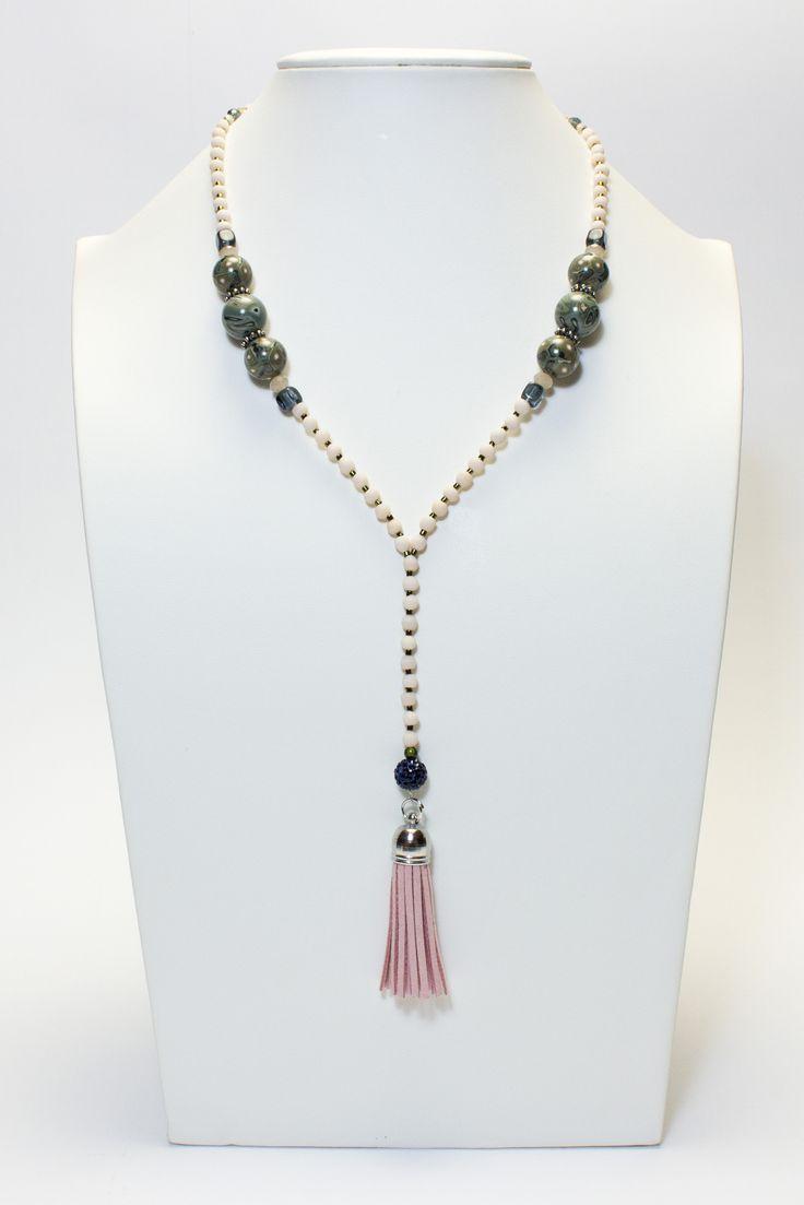 Collier kaki et beige, pompon rose #gadhorre #jewelry