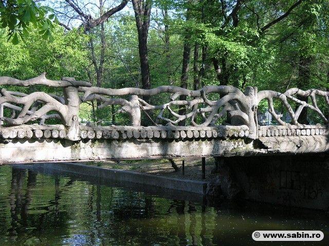 bridge in Cismigiu Gardens