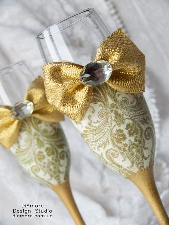 Personalized Wedding glasses from the collection DAMASK gold wedding