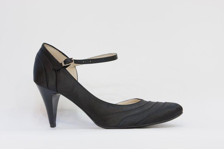 společenská černá obuv, obuv vhodná do tanečních, pásek okolo kotníku, podpatek 6 cm, kulatá špička, svšek satén, uvnitř kůže,