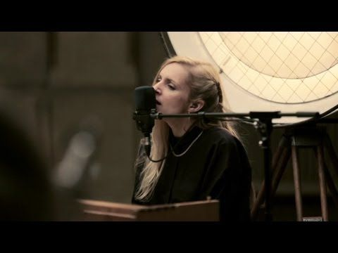 Agnes Obel - The Curse (Berlin Live Session) - YouTube
