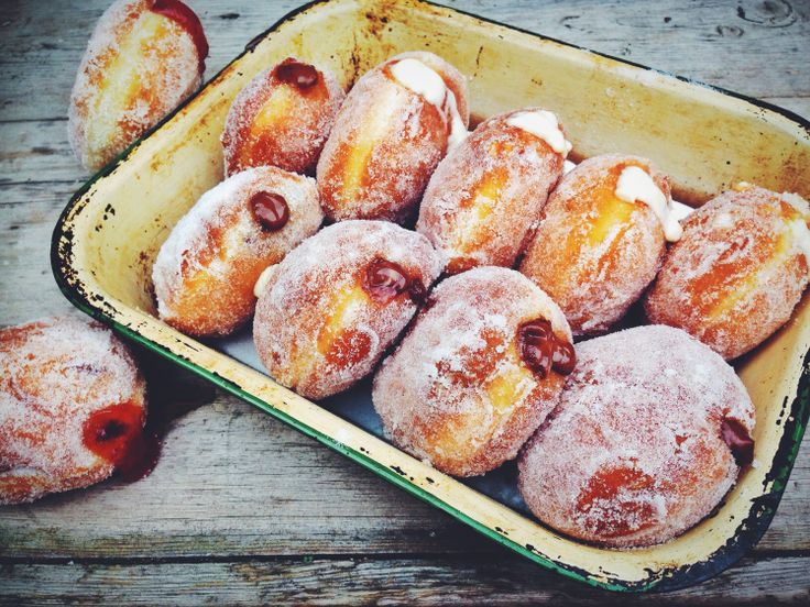 Inspired by the Great British Bake Off, here is a super easy, and very boozy chocolate orange doughnut recipe. Yum.