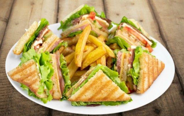 Πανεύκολο σπιτικό κλαμπ σάντουιτς