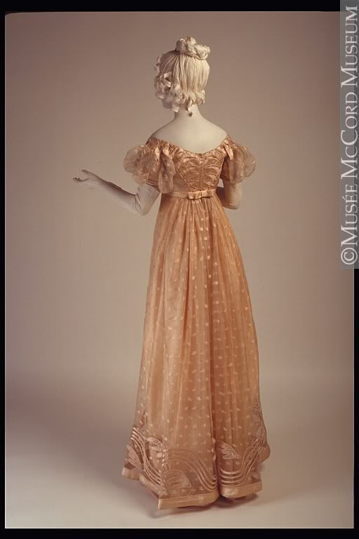 1815 Regency Gown. LOVE the bow at the back waist!